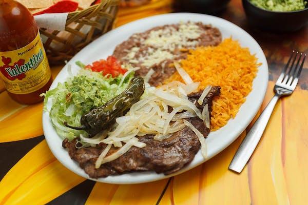 23. Bistec o Pollo a la Mexicana