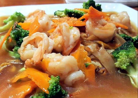 Lard Nar Thai Noodles