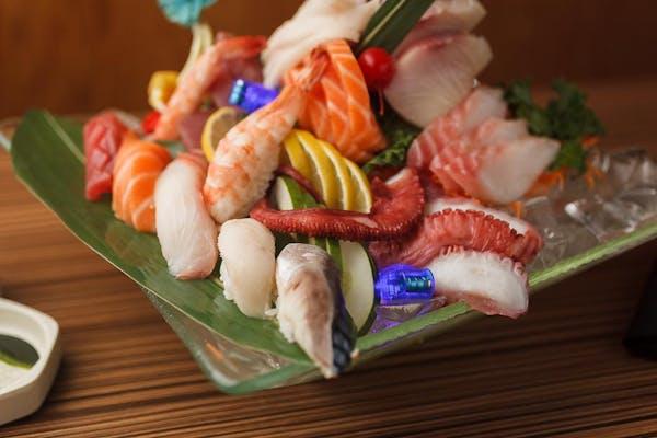 E11. Sushi & Sashimi Combination