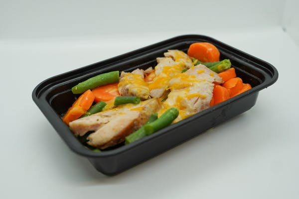 #3 Roasted Chicken Breast, Roasted Green Beans, Carrots, & Colby Jack Cheese