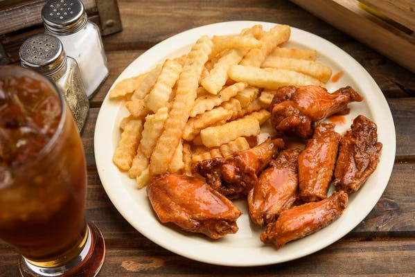 (6) Traditional Wings & Fries