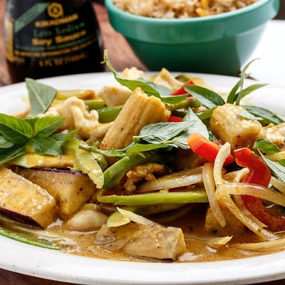 D10. Thai Curry Chicken Platter