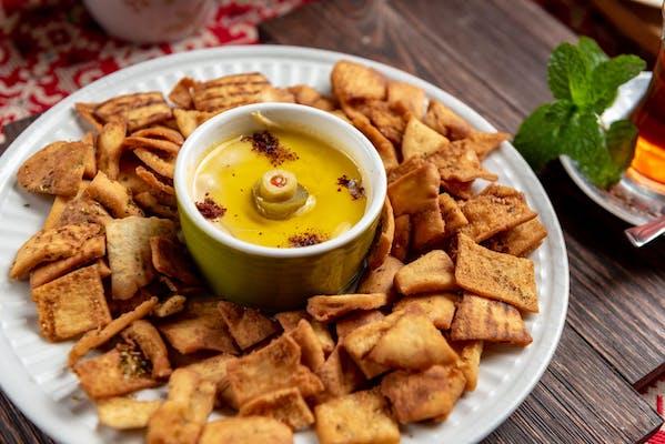 Hummus w/ pita chips