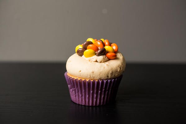 Reese's Pieces Crunch Cupcake