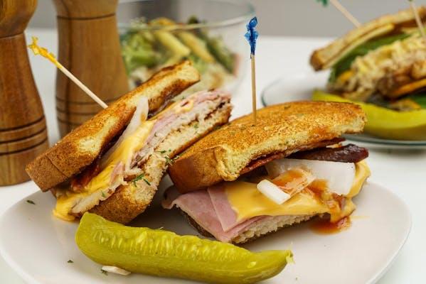 Hickory Dickory Smoke Sandwich