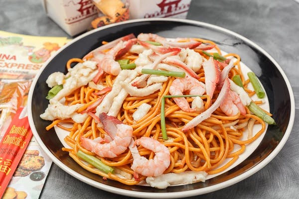 25. House Special Lo Mein