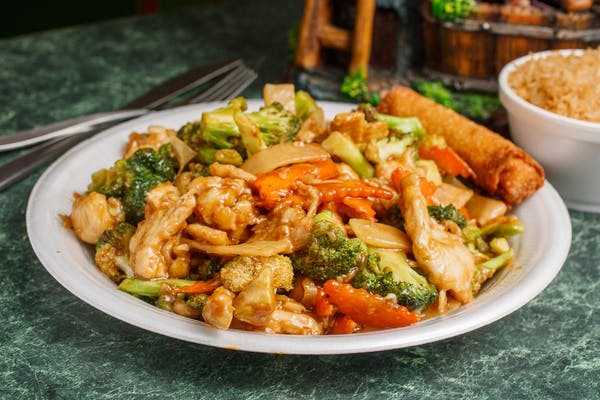 C8. White-Meat Chicken with Broccoli