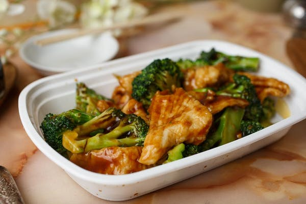 L7. Chicken or Beef with Broccoli Special