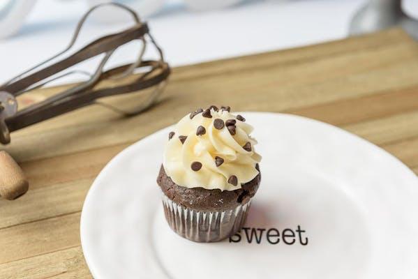 Chocolate Chip Cheese Cupcake
