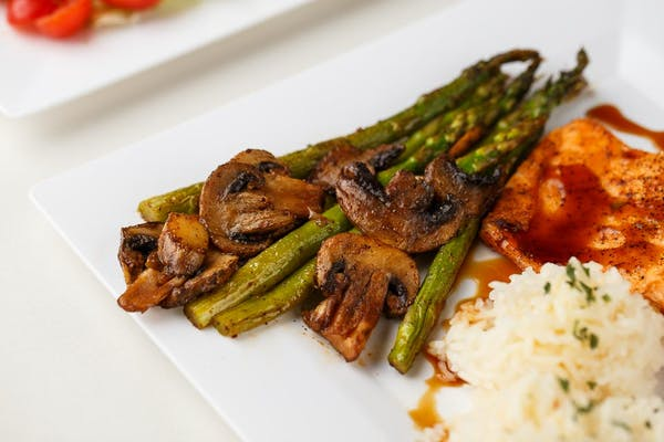 Side Asparagus with Mushrooms